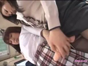 Transa lésbica no ônibus com estudantes safadinhas