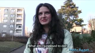 Pilantra pega mulher na rua e oferece grana por foda rápida
