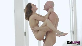 Fêmea gata pula no colo do macho e trepa feito louca