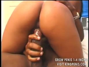 Morena sensual liberando boca, a buceta e o cu apertado.
