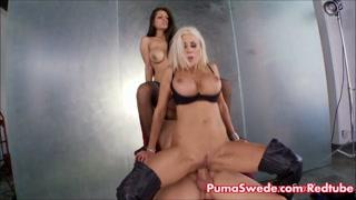 Duas amigas fazem vídeos de sexo com sortudo pauzudo