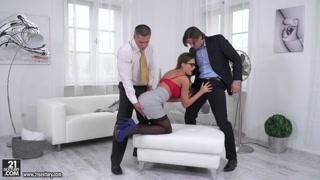 Garota de programa vip dá o cu pra dois executivos dotadões