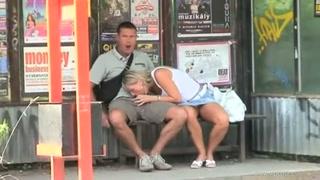 Safadinha faz putaria com cara no ponto de ônibus