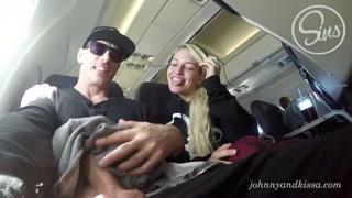 Casal safado filma boquete durante viagem de avião