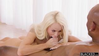 Loira que adora rolas negras fode em porno alta definição