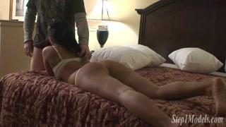 Rabuda gostosa vai para o motel e fode com namorado