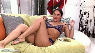 Mulher com tudo ao natural dando show na webcam puro.