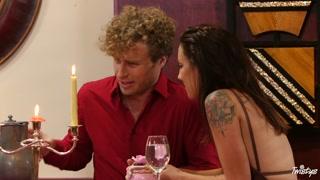 Jantar à luz de velas e uma boa trepada de arrepiar