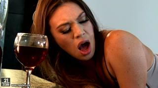 Garota de programa sensual fode com cliente vip e bonitão