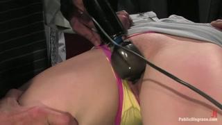 Novinha se submete a uma sessão de sexo e perversões