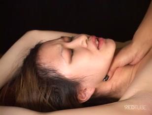 Mulher dominante faz submissa ter prazer em porno grátis