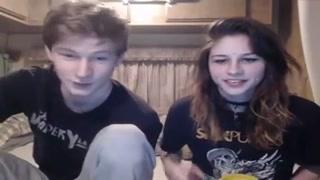 Casal de adolescentes vai pra webcam foder na net