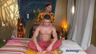 Yoga e sexo tântrico com massagista da boceta quente