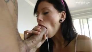 Boqueteira de garganta funda adora comer em todos os buracos
