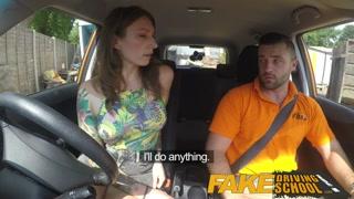 Delicia se atira ao seu professor de dirigir e fodem muito.