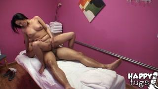 Relax e boa trepada na sessão de massagem com uma gostosa