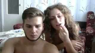 Namorados conversam no chat e fodem bem gostoso na webcam