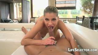Gata tesuda da boca louca faz sexo oral e trepa bem gostoso