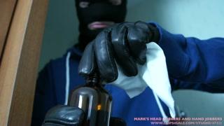 Bandido mascarado e tarado ataca mulher e goza na cara dela