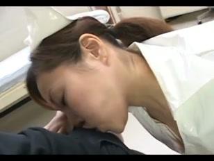 Enfermeira cura pacientes no hospital chupando piroca