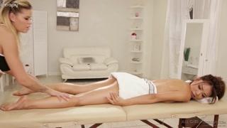 Massagem erótica faz cliente ficar louca pra transar