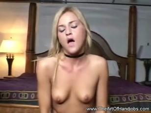Loirinha sensual é toda gostosa até pra sentar no caralho