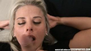 Putaria safada com vadias na orgia fazendo boquete e anal
