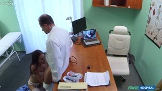 Médico com enfermeiras novinhas safadas fode gostoso