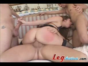 Gangue do prazer ataca safada em filme de sexo grátis