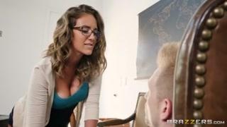 Professora gostosa não deixa este pauzudo sem provar ele.