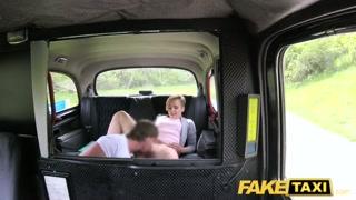 Putona no táxi trepam com motorista sem dar trégua