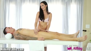 A mesa das massagens para os machos gozarem de prazer.