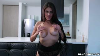 Garotão termina de baixar vídeo pornô e gata resolve trepar