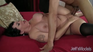 Em porno brasileira abre as pernas para comedor enfiar tudo