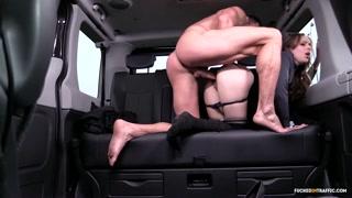 Novinha transa com motorista particular e dá a bundinha