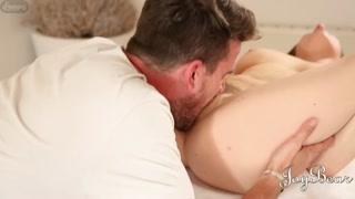 Gata faz sexo romântico com seu novo namorado
