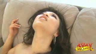 Asiática rainha do sexo transa com negão bom de pegada