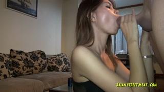 Gringo acaba comendo a buceta da irmã do amigo