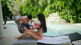 Casal toma banho de sol e faz sexo gostoso ao ar livre