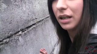 Macho pega câmera e filma mulheres trepando com ele