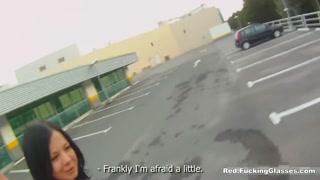 Garota da rua topa uma rapidinha e baixa calcinha pra foder
