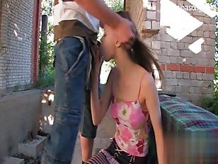 Casal De Jovens Da Putaria Fode Loucamente Ao Ar Livre