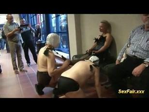 Feira do sexo com foda no palco e  boquete nos corredores