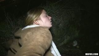 Malandro leva a gata para o meio do mato de noite pra meter.