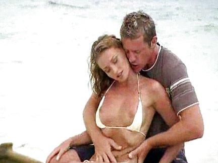 Casal Da Putaria Fode Loucamente Em Plena Praia